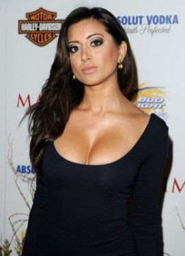noureen-dewulf- hot in black top