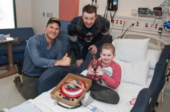 Chris Pratt and Chris Evans with pal at Seattle Children's Hospital2
