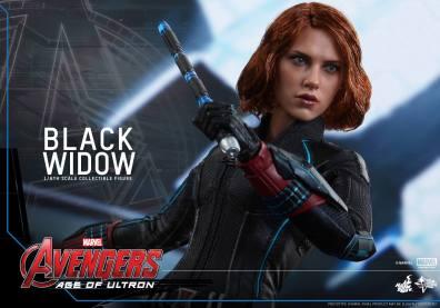 Hot Toys Avengers Age of Ultron - Black Widow - drawing gun