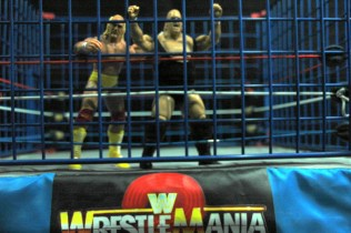 Hulk Hogan Defining Moments figure - in the cage with King Kong Bundy