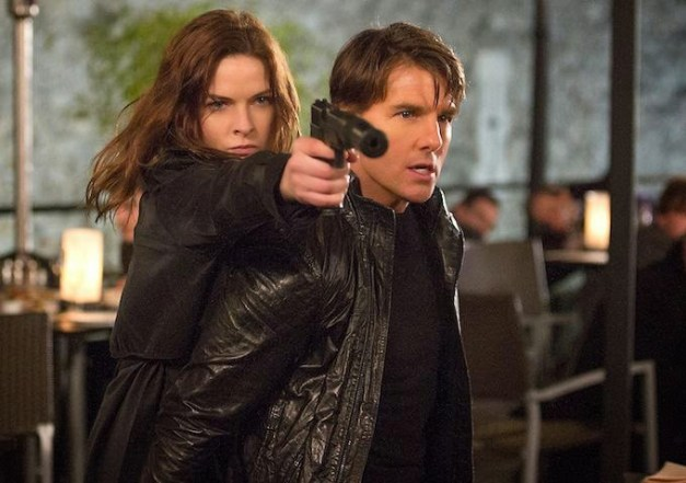 Mission Impossible Rogue Nation - Rebecca Ferguson and Tom Cruise