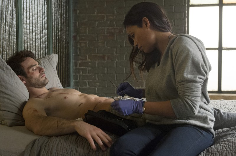 charlie-cox-rosario-dawson-daredevil-the cut man