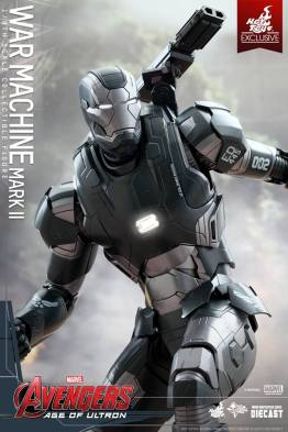 Hot Toys Avengers Age of Ultron War Machine - chest light up