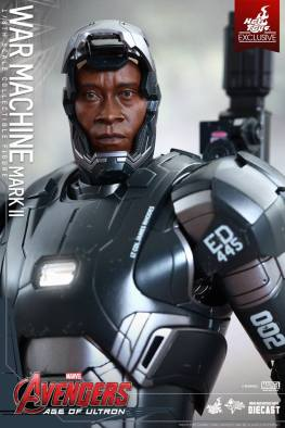 Hot Toys Avengers Age of Ultron War Machine -close up mask reveal