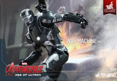 Hot Toys Avengers Age of Ultron War Machine -ready to fly