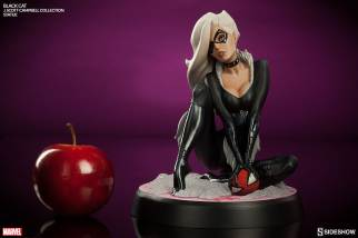 Sideshow - Black Cat - J Scott Campbell statue - scale shot
