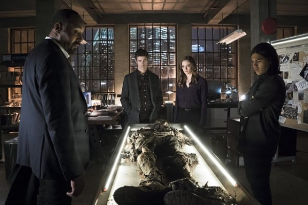 the-flash-image-who-is-harrison-wells-joe, caitlin, barry and cisco