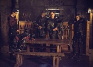 Arrow - My Name is Oliver Queen - Ray, Diggle, Malcolm and Laurel