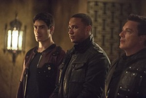 Arrow - This is Your Sword - Ray, Diggle and Merlyn-001