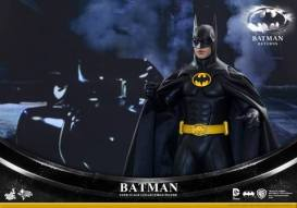 Hot Toys Batman Returns figure - close up Batmobile