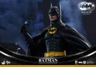 Hot Toys Batman Returns figure - with Batarang