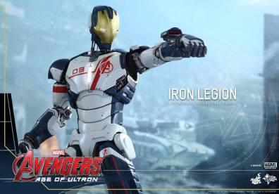 Hot Toys Iron Legion figure - aiming