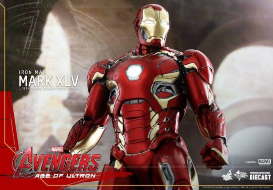 Hot Toys Iron Man Mark XLV figure - heroic pose