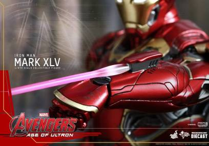 Hot Toys Iron Man Mark XLV figure - laser detail