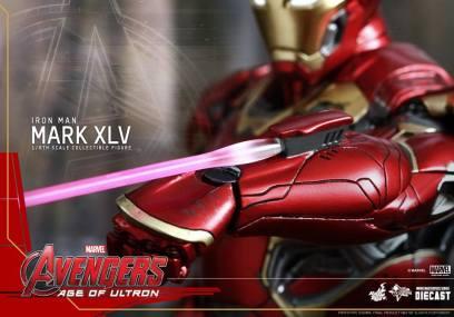 Hot Toys Iron Man Mark XLV figure - laser detail