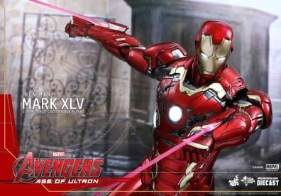 Hot Toys Iron Man Mark XLV figure - shooting lasers