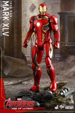 Hot Toys Iron Man Mark XLV figure - standing