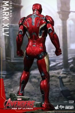 Hot Toys Iron Man Mark XLV figure - wide back