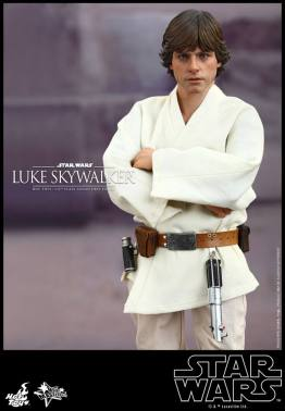 Hot Toys Star Wars Luke Skywalker - arms crossed
