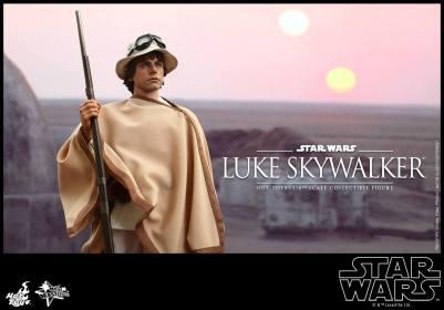 Hot Toys Star Wars Luke Skywalker - on Tattoine