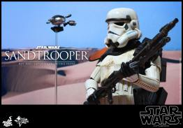Hot Toys Star Wars Sandtrooper- with droid and rifle