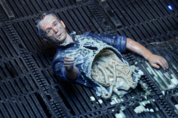NECA Aliens - Bishop ripped apart close