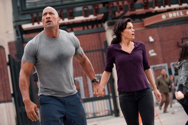 San Andreas - The Rock Dwayne Johnson and Carla Gugino