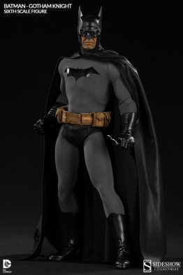Batman Gotham Knight Sideshow - standing tall