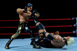 Eddie Guerrero Hall of Fame figure review -grabbing Rikishi ankle