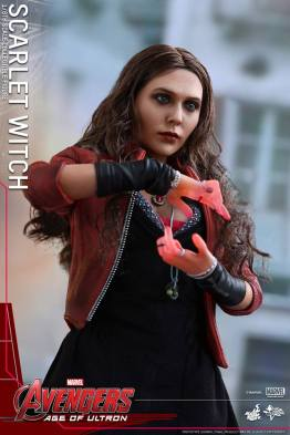 Hot Toys Avengers Age of Ultron Scarlet Witch figure - hands light up