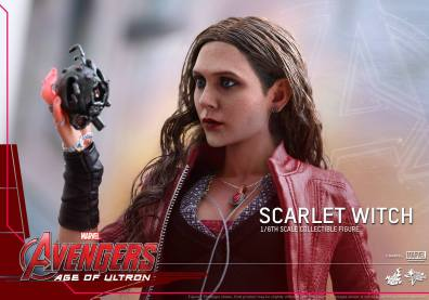 Hot Toys Avengers Age of Ultron Scarlet Witch figure - holding Ultron heart