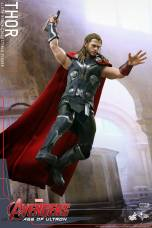 Hot Toys Thor Avengers Age of Ultron figure - about to throw down