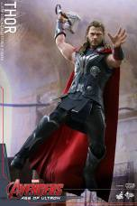 Hot Toys Thor Avengers Age of Ultron figure - bringing hammer down