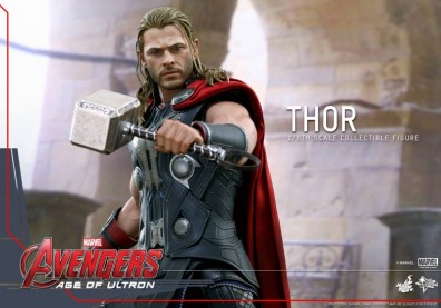 Hot Toys Thor Avengers Age of Ultron figure - clutching Mjolner
