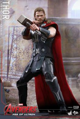 Hot Toys Thor Avengers Age of Ultron figure - ready for battle