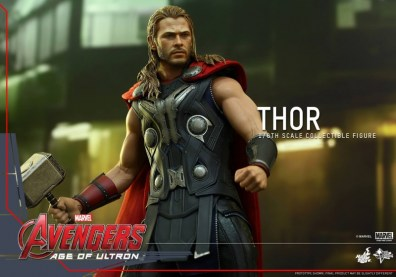 Hot Toys Thor Avengers Age of Ultron figure - set for battle