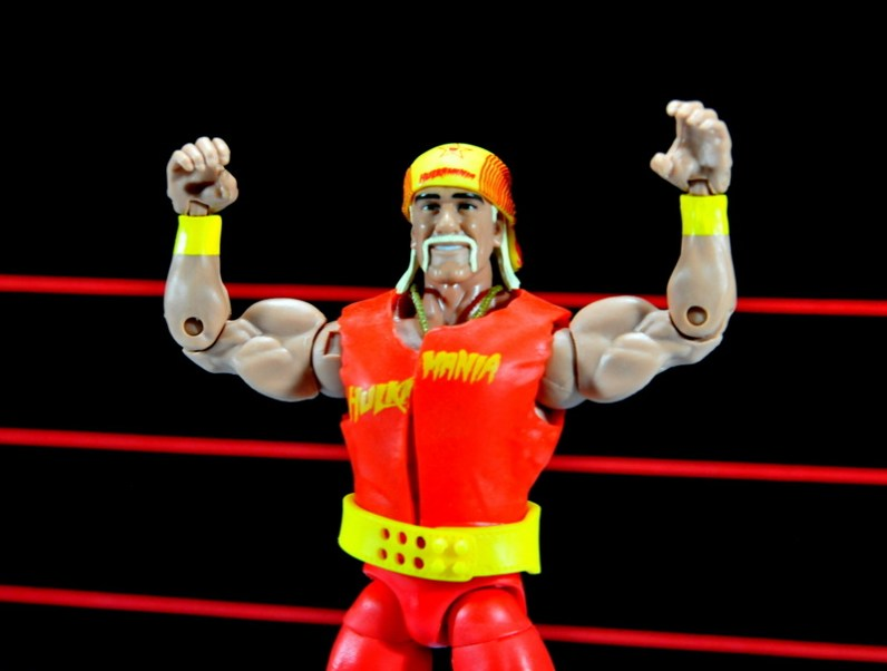 Hulk Hogan Hall of Fame figure -arms up