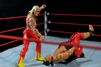 Hulk Hogan Hall of Fame figure - bodyslamming Yokozuna