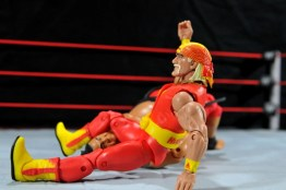 Hulk Hogan Hall of Fame figure - legdrop