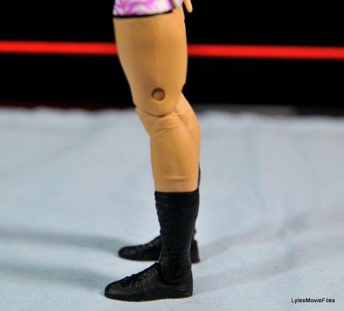 Emma WWE Mattel Basic 30 -left lower leg detail