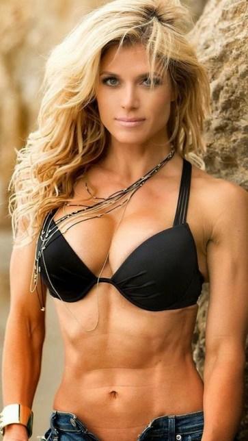 Former+WWE+Diva+Torrie+Wilson