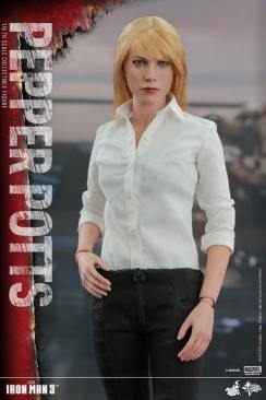 Hot Toys Iron Man 3 Pepper Potts -close up