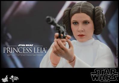 Hot Toys Star Wars Princess Leia -up close aiming