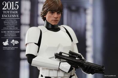 Luke Skywalker stormtrooper disguise Hot Toys -close up