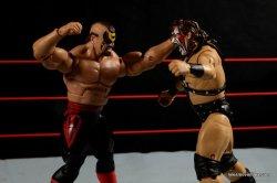 Mattel WWE Elite 30 Legion of Doom - Animal punching Smash