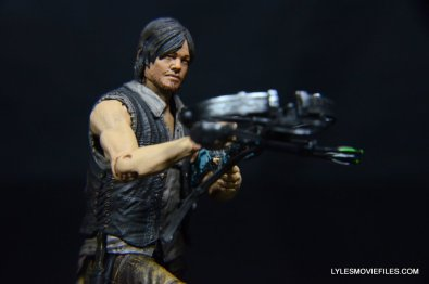 Daryl Dixon Walking Dead deluxe figure -aiming tight