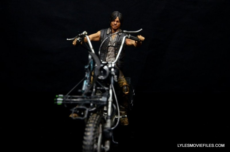 Daryl Dixon Walking Dead deluxe figure -Daryl riding up