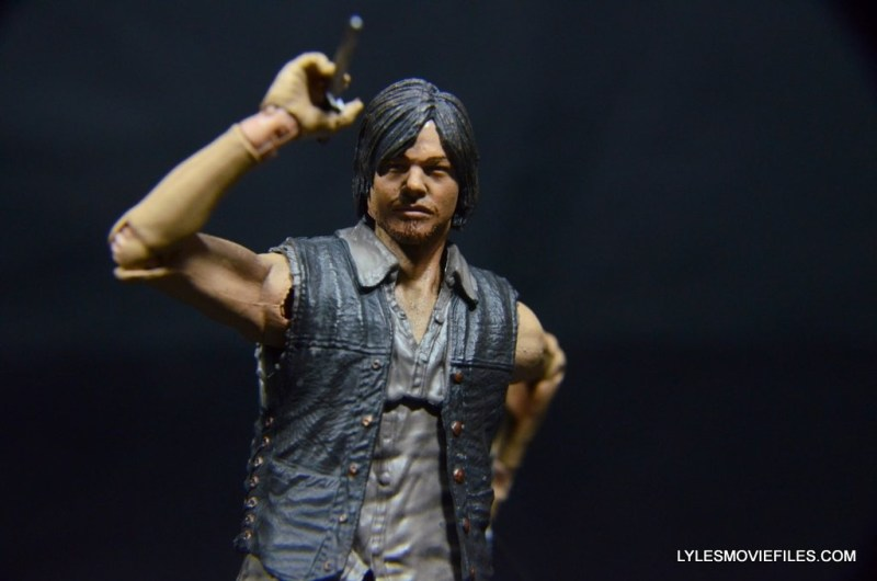 Daryl Dixon Walking Dead deluxe figure -holding knife up