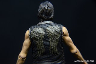 Daryl Dixon Walking Dead deluxe figure -rear vest detail