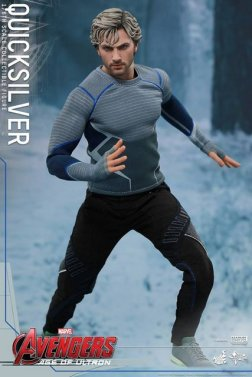 Hot Toys Quicksilver figure -about to dash
